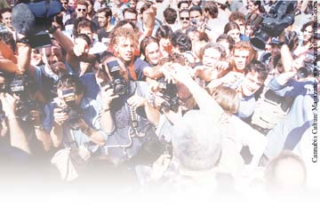 Paolo Vigevano handing out hash to an eager crowd: Aug 95
