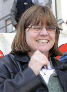Carol Gwilt speaking at 2005 peace rally