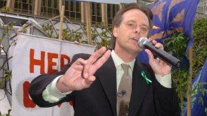 Marc speaks at September 10, 2005 rally