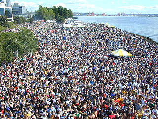 The croud from Seattle Hempfest 1999