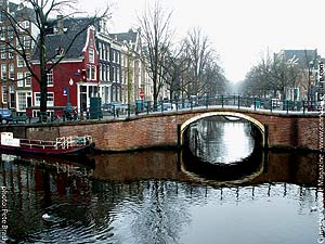 Lovely Dutch canals: don`t fall in!