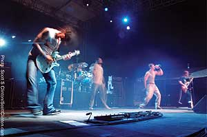 311 rocks out in a blur of stoned musicianship.