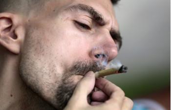 man-smokes-marijana