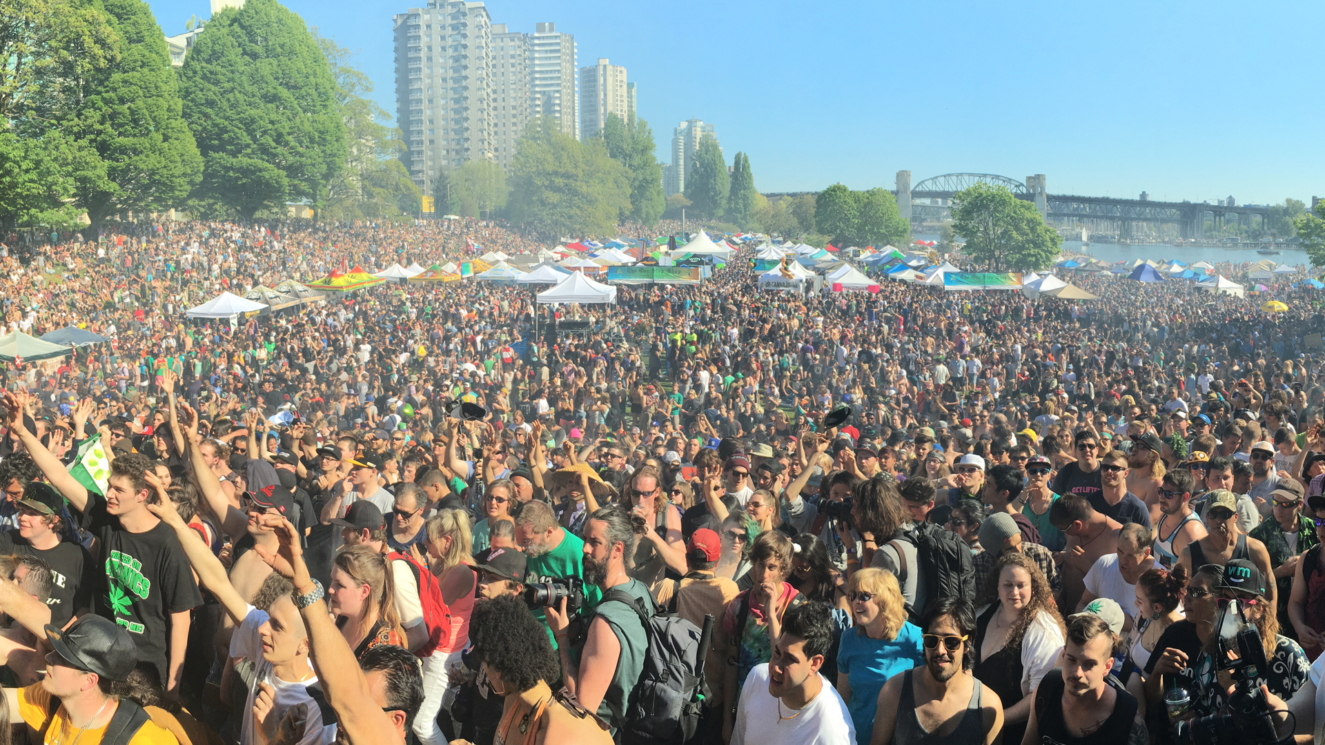 420-vancouver-crowd