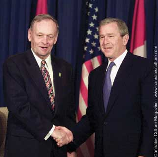 Prime Minister Chr?tien and President Bush. Photo: CP/Fred Chartrand