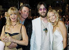 (L to R): Goldie Hawn, Kurt Russell, Chris Robinson, Kate Hudson.