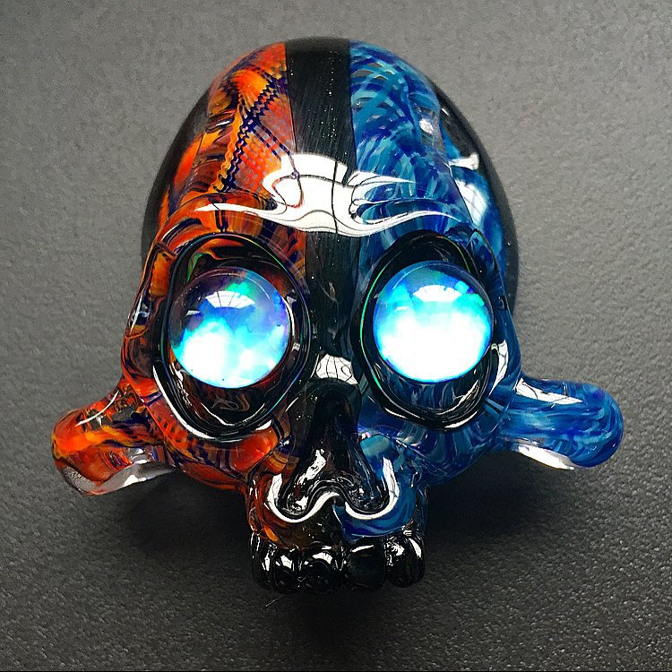 AKM x Samson Fire and Ice Split Skull pendy